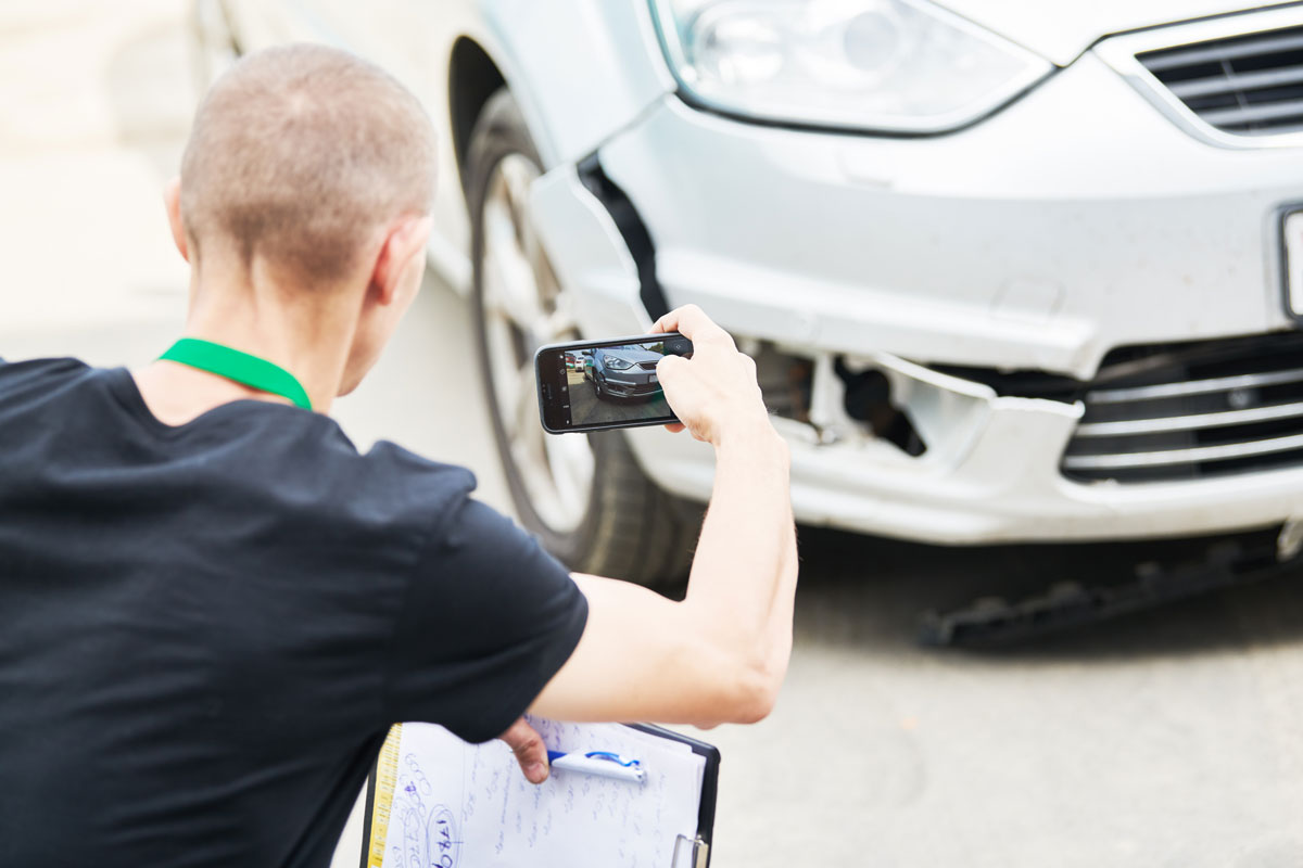 photographing car damage for insurance